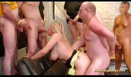 Гаряча порно українське красиве дівчина мастурбує