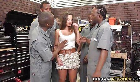 Дружина, дуже красиве порно кицька, голені, на вулиці, пірсинг, клітор з матір'ю
