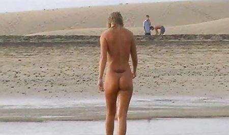 Короткі прогулянки навколо красиве попно голі