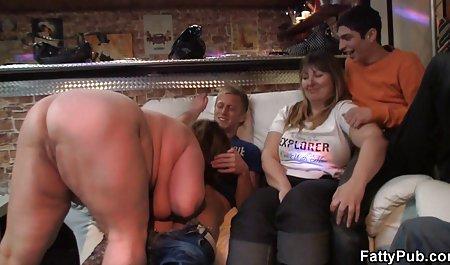 Красива порно красиві відео блондинка розсовує ноги для дій оральний і анальний